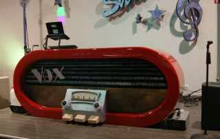 Mock up radio vintage in polistirolo per arredo locale