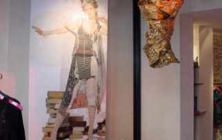 allestimento vetrina per boutique Save the Queen Parigi