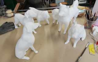 sculture di cani in polistirolo