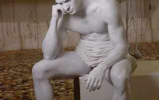 make up statua